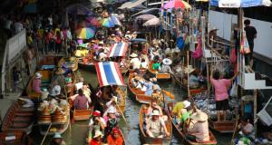 рынок на реке в бангкоке