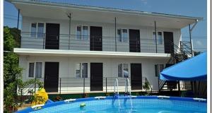 Гостевой дом можно в первом приближении сравнить с коммунальной квартирой