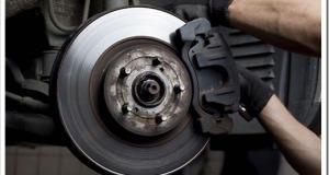 Особенности процедуры замены тормозных колодок