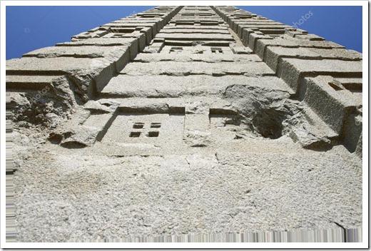 Громадные обелиски и невероятная архитектура